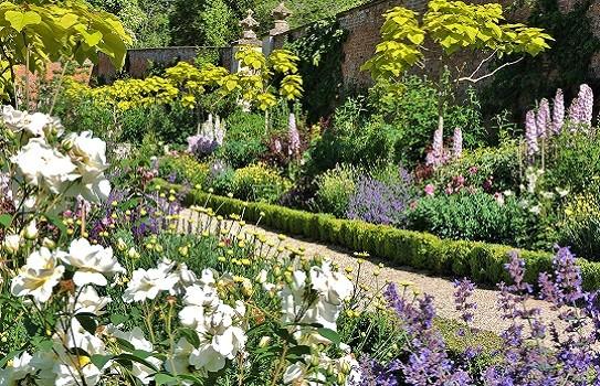 Buscot House Gardens