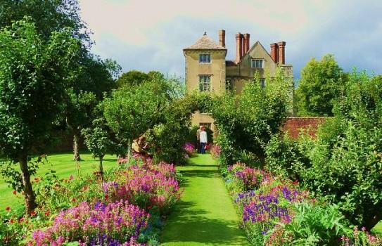 Cranborne Manor Gardens