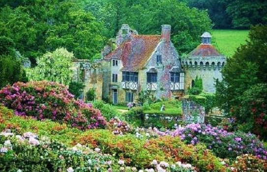 The gardens at Scotney Castle