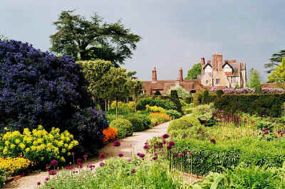Gertrude jekyll 1843 1932 great british gardens for Gertrude jekyll garden designs