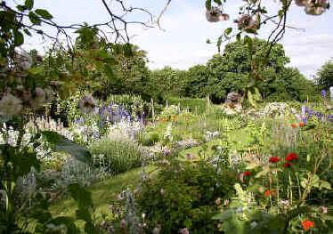 Beautiful natural gardens - Gertrude Jekyll 1843 1932 Great British Gardens