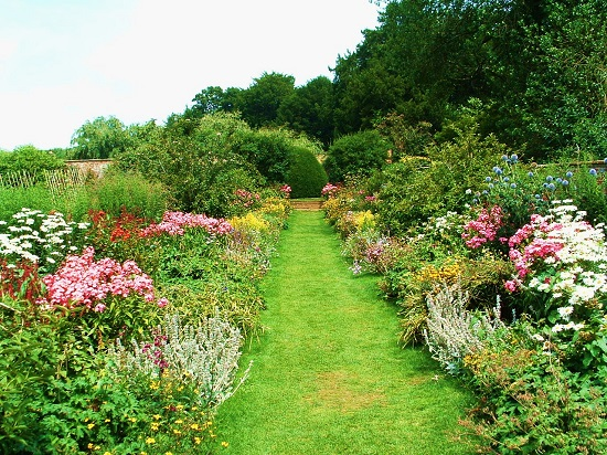 Upton House Garden & places to stay nearby - Great British Gardens